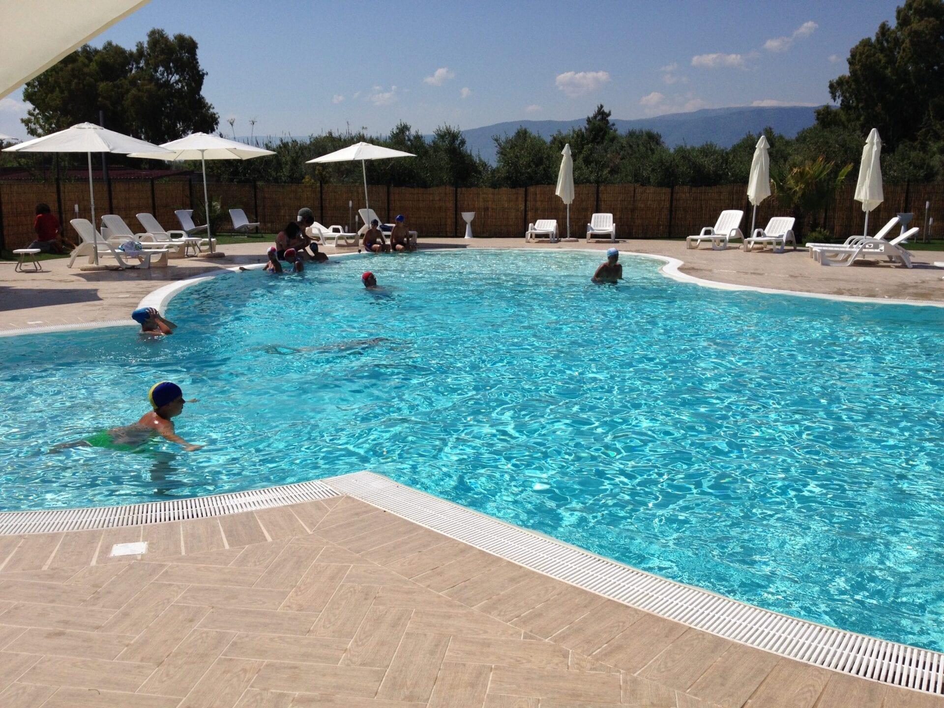piscina villaggio turistico gargano puglia
